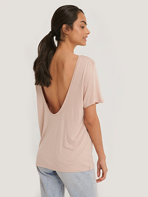 T-shirts - NA-KD Viscose Deep Back Tee rosa