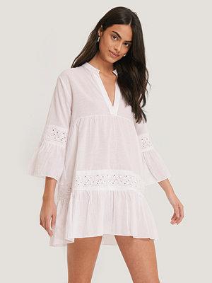 Trendyol Vid Miniklänning vit