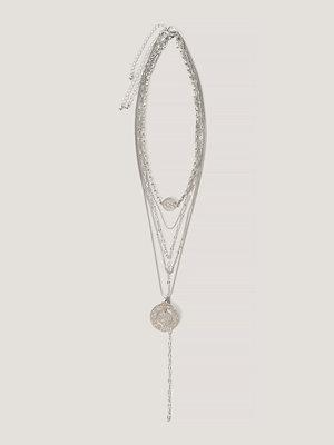 NA-KD Accessories smycke Halsband I Lager Med Droppkedja Och Myntberlocker silver