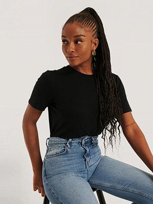 NA-KD Basic T-Shirt svart