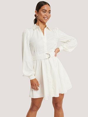 NA-KD Skjortklänning Med Krage Och Bälte vit