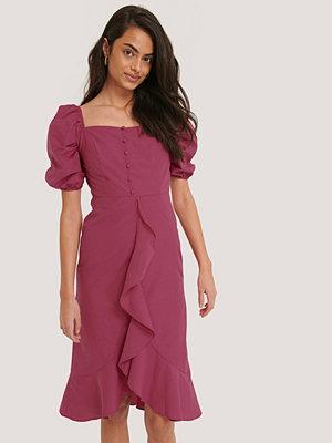 Trendyol Midiklänning Med Volangdetalj rosa