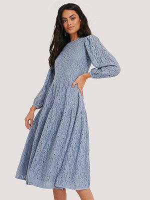 NA-KD Boho Spetsklänning Med Puffärmar blå