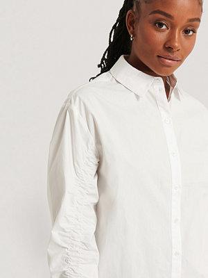 Romy x NA-KD Skjorta Med Ärmdetaljer vit