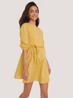 Trendyol Miniklänning Med Repbälte gul