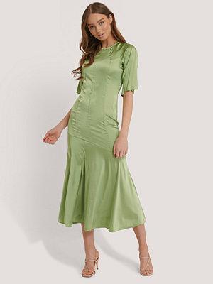 Glamorous Midiklänning I Satin grön