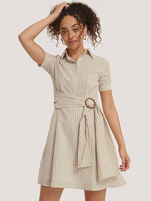 Trendyol Miniklänning Med Bältesdetalj beige