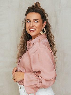 Manon Tilstra x NA-KD Skjorta Med Knytärm rosa