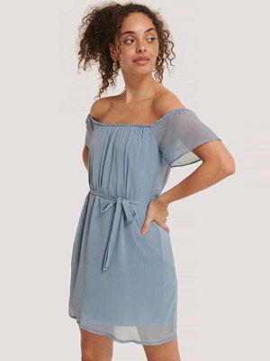 Trendyol Miniklänning I Offshouldermodell Med Bälte blå