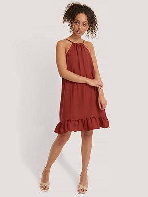 Trendyol Miniklänning Med Volangdetalj burgundy
