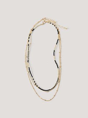 NA-KD Accessories smycke Flerradigt Halsband Med Pärldetaljer guld