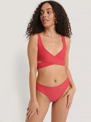 NA-KD Swimwear Bikinitrosa I V-String rosa