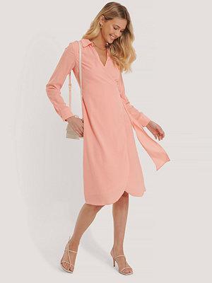 Glamorous Midiklänning I Omlottmodell rosa