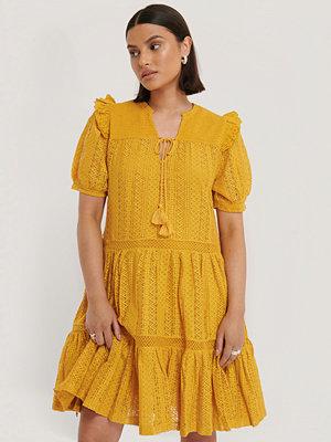 Mango Broderad Klänning gul
