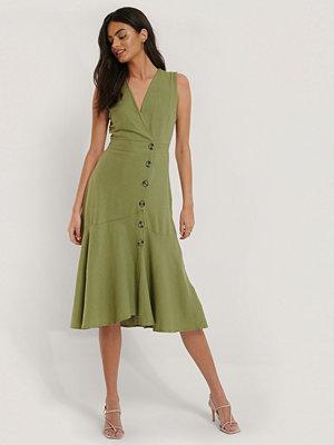 Trendyol Klänning Med Knappdetaljer grön