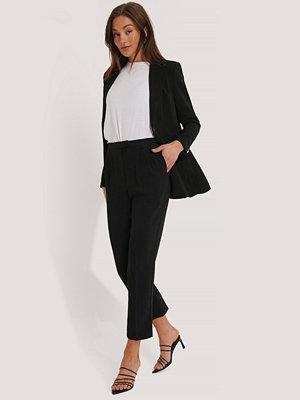 NA-KD Classic Figursydda, Croppade Kostymbyxor svart svarta