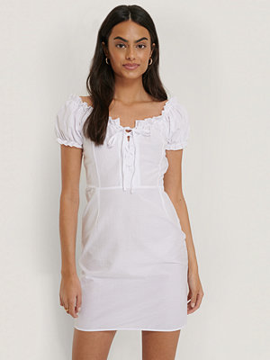 Trendyol Miniklänning Med Puffärmar vit