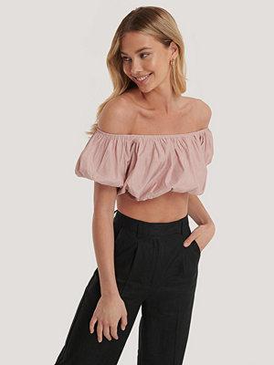 NA-KD Boho Off-Shoulder Topp Med Puff rosa