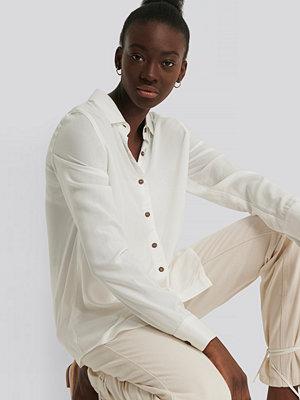 NA-KD Reborn Skjorta Med Knappar vit