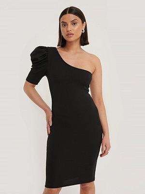 Trendyol Miniklänning Med En Ärm svart
