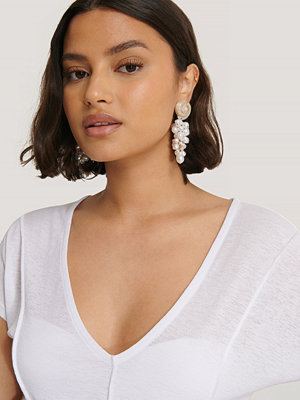 NA-KD Accessories smycke Shell Gathered Pearl Drop Earrings vit