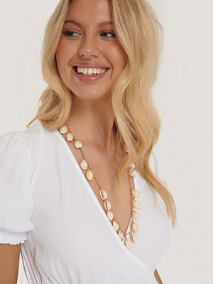 NA-KD Accessories smycke Långt Snäckhalsband I Lager guld