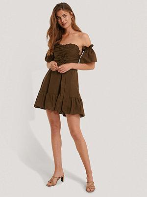 Trendyol Klänning Med Volangdetalj brun