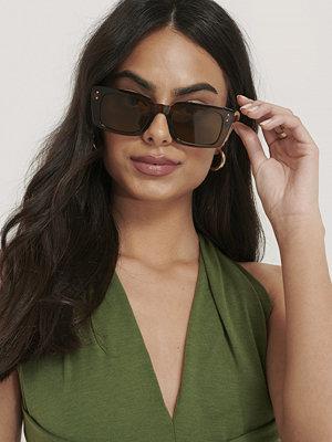 NA-KD Accessories Smala, Rektangulära Solglasögon Med Bred Båge brun