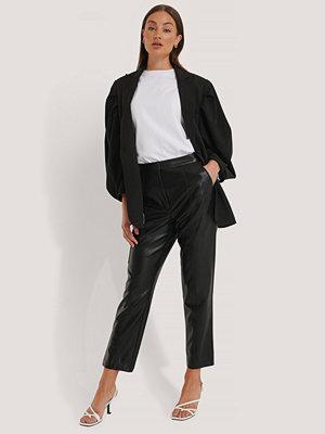 NA-KD Trend Pu-Byxor Med Fickdetaljer svart svarta