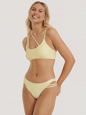 NA-KD Swimwear Bikinitrosa Med Asymmetriska Band gul