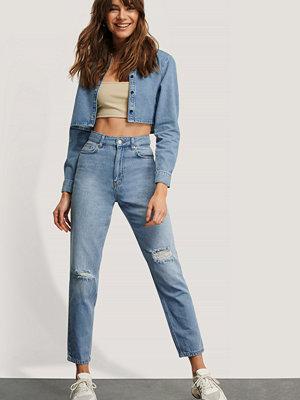 Monica Geuze x NA-KD Slitna Jeans blå