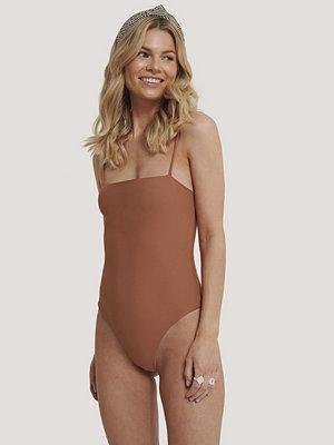 Baddräkter - NA-KD Swimwear Baddräkt Med Tunna Band brun