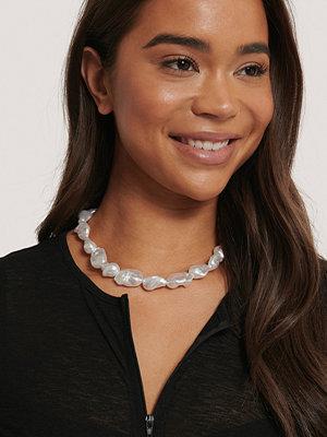NA-KD Accessories smycke Oversize Pärlhalsband vit