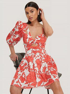 Trendyol Miniklänning Med En Ärm röd