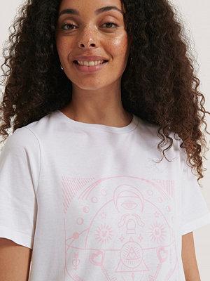 NA-KD Reborn Ekologisk T-shirt Med Tryck vit