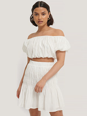 NA-KD Trend Off-Shoulder Topp Med Puff vit