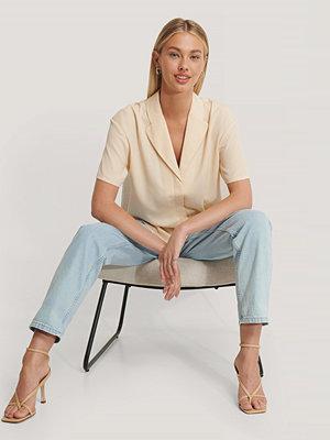 Basma & Merna x NA-KD Oversize Skjorta Med 3/4 Ärm beige