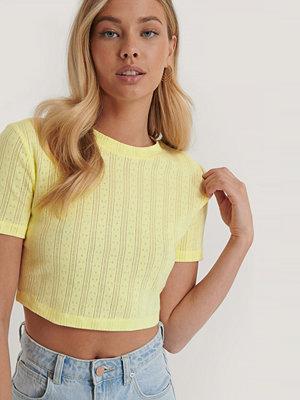 NA-KD Croppad, Ribbad T-Shirt Med Struktur gul