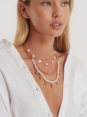 NA-KD Accessories smycke Halsband I Tre Lager Med Snäckpärlor guld