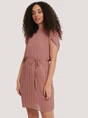 Trendyol Klänning Med Veckad Detalj rosa