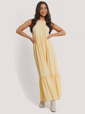 NA-KD Party Flowy Frill Maxi Dress gul