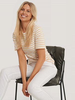 NA-KD Randig T-Shirt beige
