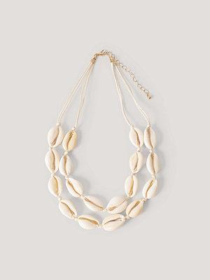 NA-KD Accessories smycke Tvåradigt Halsband Med Snäckor beige