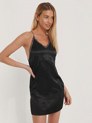 NA-KD Party Contrast Lace Satin Mini Dress svart