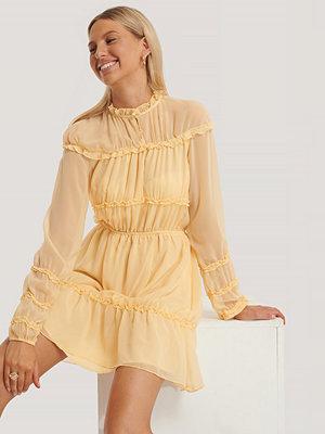 NA-KD Boho Långärmad Miniklänning Med Rynkdetaljer gul