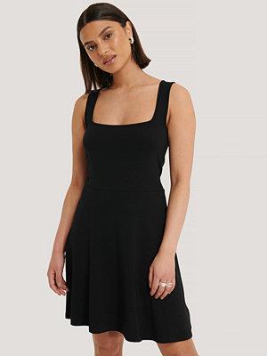 NA-KD Basic Ärmlös Miniklänning Med Fyrkantig Halsringning svart