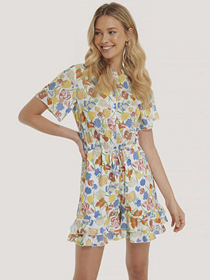 NA-KD Playsuit Med Volangdetalj multicolor