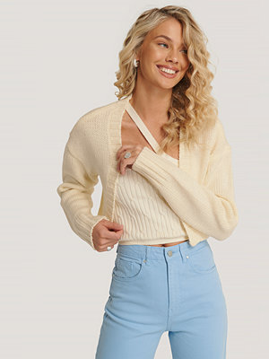 Queen of Jetlags x NA-KD Kort Chunky Stickad Cardigan offvit