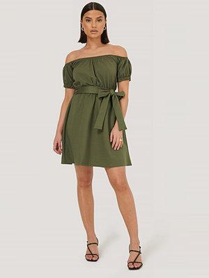 Trendyol Miniklänning Med Bälte grön