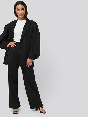 NA-KD Classic svarta byxor Relaxed Fit Suit Pants svart